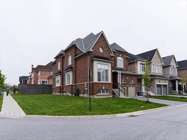 51 Lavallee Cres