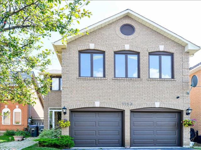 1153 Charminster Cres